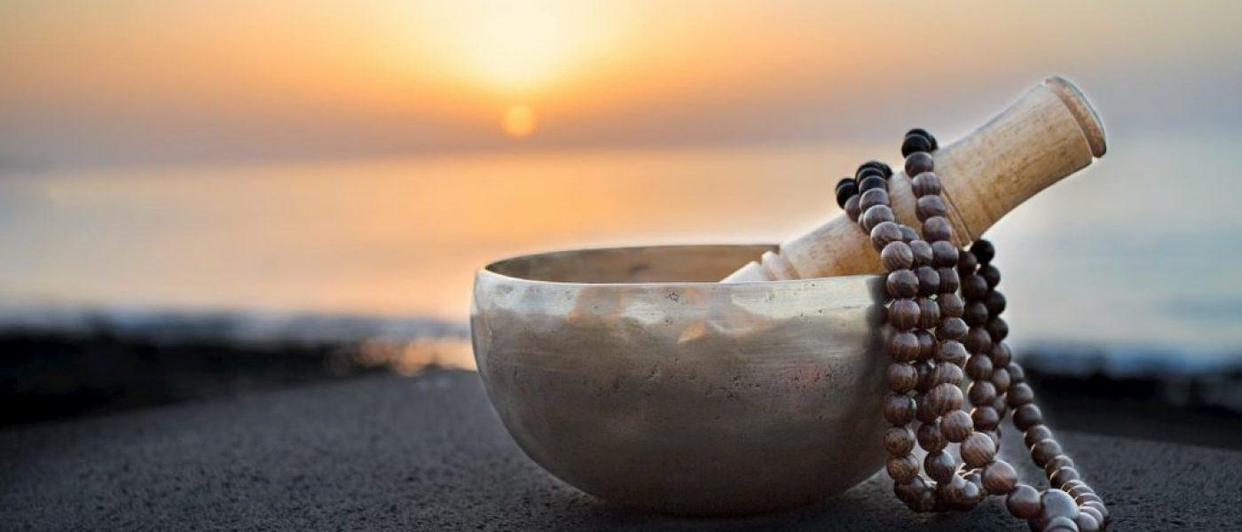 Chapelet bouddhiste : un objet spirituel et accessoire de mode ?